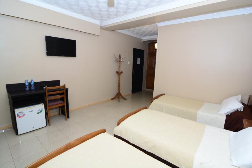 Chambre_Triple_hotel_hirondelle_2_Big